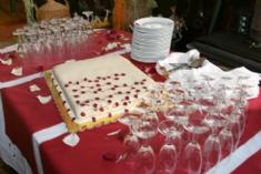 unusual wedding cakes-large flat decorative cake