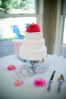 unusual wedding cakes - messy icing and mop flower