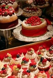 unusual wedding cakes - dessert buffet