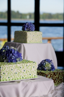 unusual wedding cakes - seperate cakes = no assembly