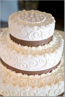 intricate wedding cake = expensive