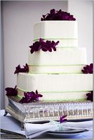 simple wedding cakes - green piping