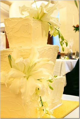 simple wedding cakes - messy icing