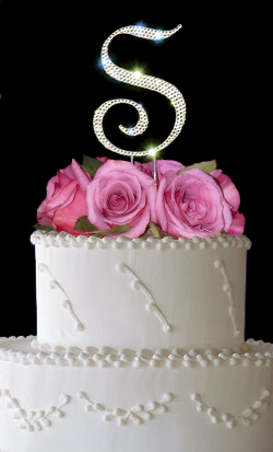 simple wedding cakes - monogram